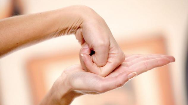 Pritiskom određene tačke na dlanu uklonite bol