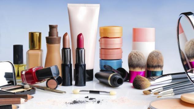 Evo zašto je kozmetika po vrućini opasna!