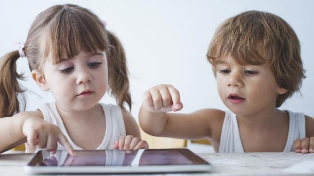 Roditelji, maknite djecu sa uređaja!