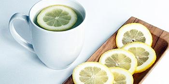 Započnite dan sa toplom vodom i limunom