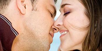 Poljubac voljene osobe liječi, opušta i produžava život