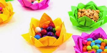 Napravite prazničnu dekoraciju za sto: korpice u obliku cvjetića (video)
