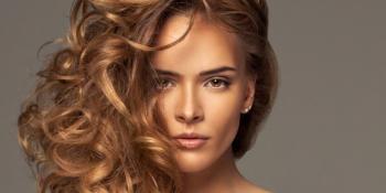 Napravite sami sprej za kovrdžanje kose