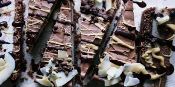Idealna za ljetnju vrelinu: Dvobojna ledena torta