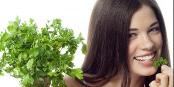 Riješite se fleka na koži uz pomoć peršuna i crvene paprike