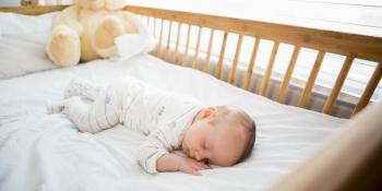 Kako naučiti bebu da spava u svom krevecu