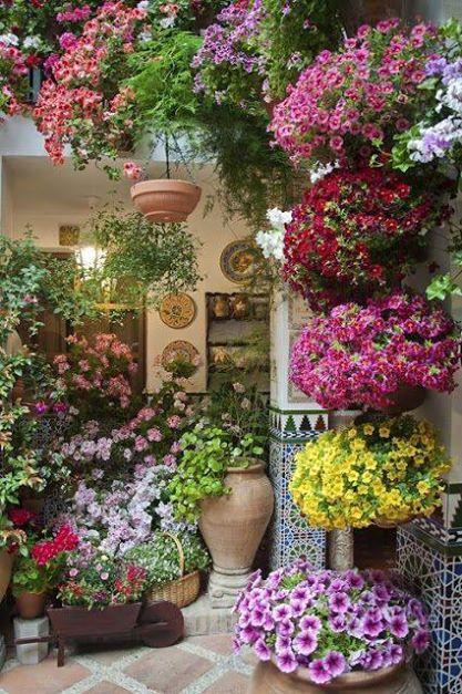 Cvije e u ardinjerama i vise i vrtovi u ini e va balkon for Spring craft shows near me