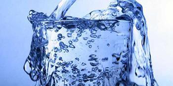 Prednosti konzumiranja vode ujutru