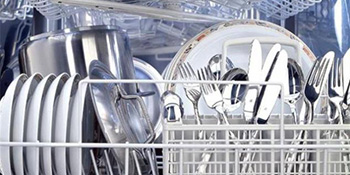 Vaša mašina za suđe ne pere baš najbolje? Isprobajte ovo!