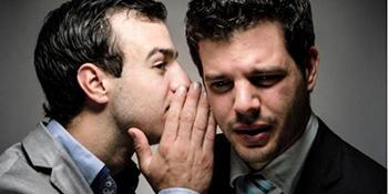Nova studija dokazala: savremeni muškaraci ne umiju da čuvaju tajnu i vole da ogovaraju više nego žene
