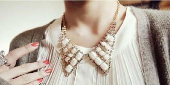 Popularni modni detalj: Ogrlice-kragnice