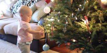 VIDEO: Kako ustvari izgleda Božić sa bebom u kući