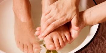 Riješite se gljivica na noktima uz pomoć sirćeta i sode bikarbone!