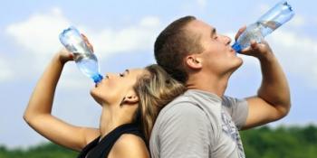 Zašto NE piti vodu sa ledom na ovim vrućinama