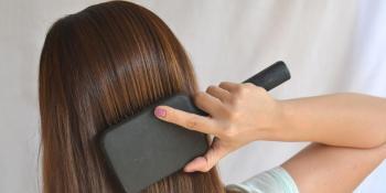 Evo kako možete jednostavno ispraviti kosu bez prese i feniranja!
