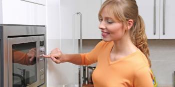 Rendgenski zraci u službi kuhinje: Kako je nastala mikrotalasna pećnica